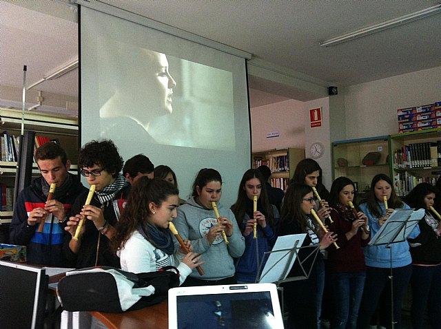 Actividades musicales en el iES Juan de la Cierva y Codorníu de Totana con motivo de la celebración del día de Santo Tomás de Aquino, Foto 1