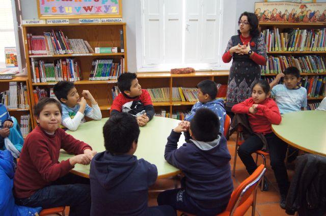 Los escolares de Totana se acercan al mundo de los cuentos populares, Foto 1