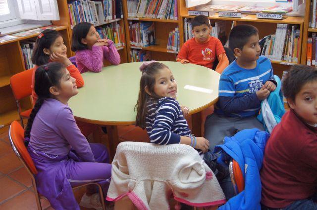 Los escolares de Totana se acercan al mundo de los cuentos populares, Foto 2