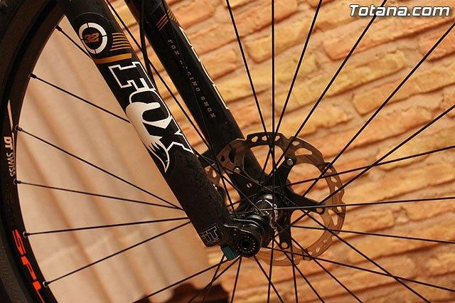 Autoridades municipales asistieron recientemente a la presentación de un equipo ciclista lorquino, que está patrocinado por una empresa totanera, Foto 4