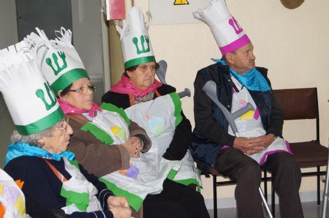 Los Centros de Día de Personas Mayores Dependientes de Totana celebran el carnaval, Foto 1