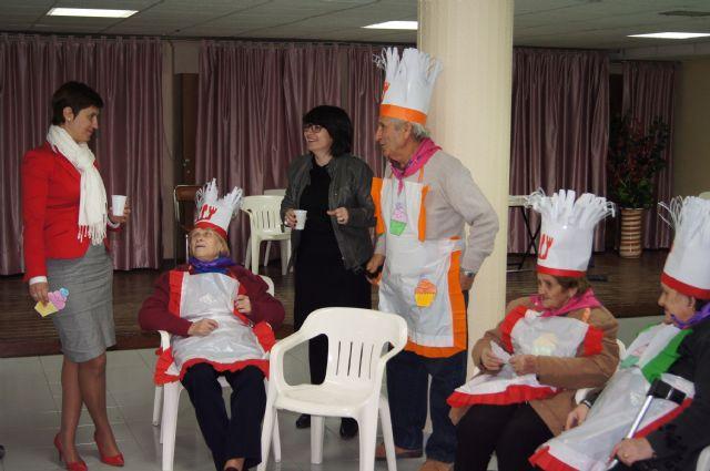 Los Centros de Día de Personas Mayores Dependientes de Totana celebran el carnaval, Foto 2