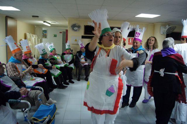 Los Centros de Día de Personas Mayores Dependientes de Totana celebran el carnaval, Foto 3