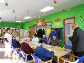 El párroco de Santiago el Mayor de Totana visita a los usuarios de los centros municipales de día para personas mayores dependientes