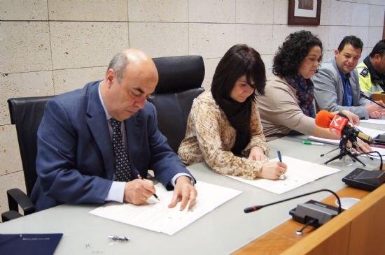 Sanidad firma un convenio para reforzar el servicio de urgencias y emergencias sanitarias en el municipio de Totana, Foto 3