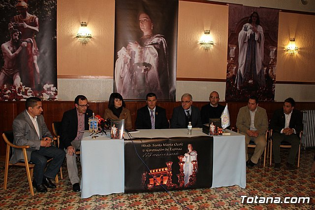 Autoridades municipales asistieron a la presentación de la obra Hermandad de Santa María Cleofé y Coronación de Espinas, Foto 1