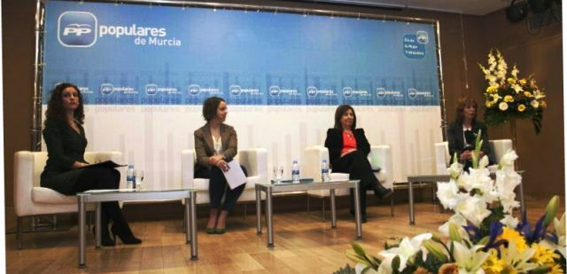Más de 200 personas participan en el acto La mujer trabajadora en el siglo XXI en Lorca, Foto 1