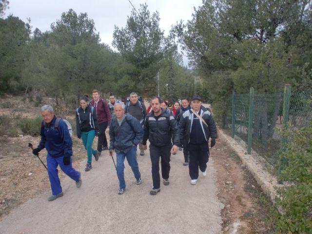 Un total de veintiún senderistas participaron el pasado domingo en una ruta que discurrió por Sierra Espuña, Foto 1