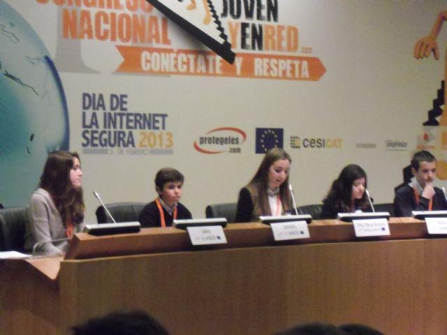 Una estudiante del IES Juan de la Cierva, participa en el II congreso nacional Joven y en red, Foto 1