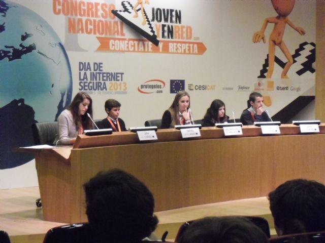 Una estudiante del IES Juan de la Cierva, participa en el II congreso nacional Joven y en red, Foto 2