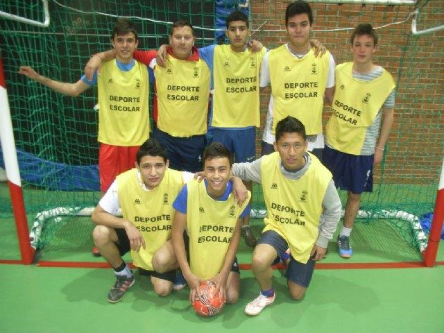 Los centros de enseñanza de La Milagrosa y Juan de la Cierva participaron en los cuartos de final de la fase intermunicipal de futbol sala infantil y cadete de Deporte Escolar, Foto 1