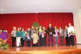 Mar�a S�nchez, recibe de manos del alcalde el broche que la distingue como Premio Violeta 2013