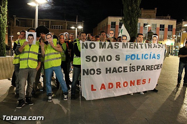 Policías Locales de Totana reivindican el pago por el trabajo realizado, y dejado de retribuir, en noches y días festivos, Foto 1