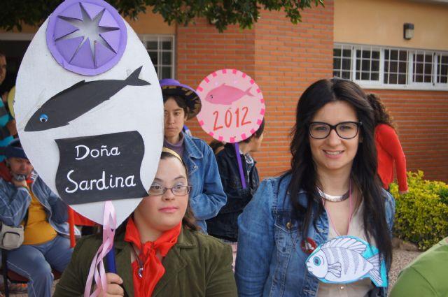 El Grupo Sardinero Baco visita el Centro Ocupacional José Moya Trilla acercando las Fiestas de Primavera a los usuarios, Foto 3