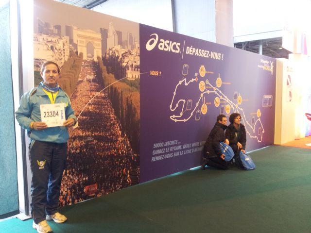 José Sáez represento al Club de Atletismo Totana en la maratón de París, Foto 1