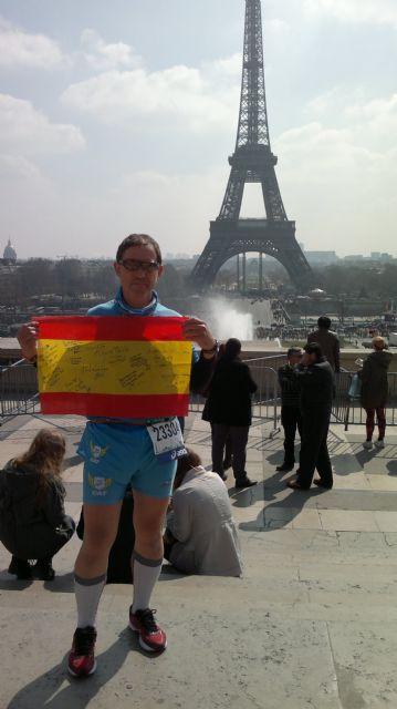 José Sáez represento al Club de Atletismo Totana en la maratón de París, Foto 2