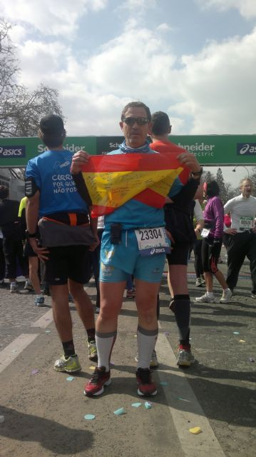 José Sáez represento al Club de Atletismo Totana en la maratón de París, Foto 3