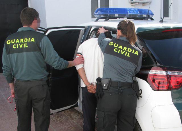 La Guardia Civil detiene a dos personas por sustraer más de medio centenar de corderos de una granja de Totana, Foto 2