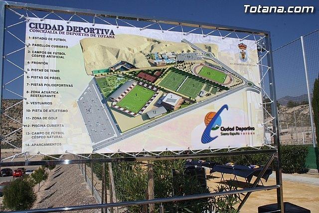 El acto de nominación de la ciudad deportiva Valverde Reina y el partido entre el Muleño CF y el Olímpico Veteranos se suspende por la lluvia, Foto 1