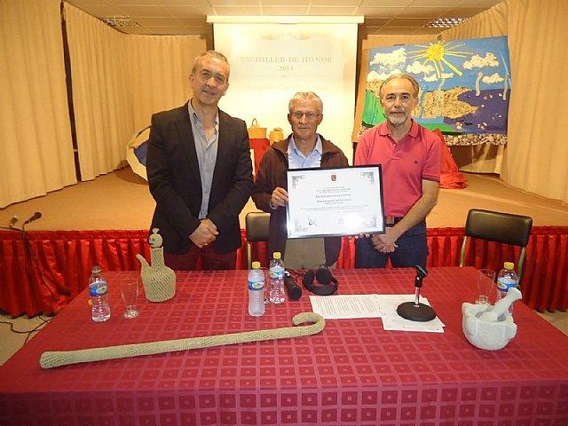 Acto de entrega del Diploma de Bachiller de Honor del IES Juan de la Cierva a Joaquín, el de las Cabañuelas, Foto 1
