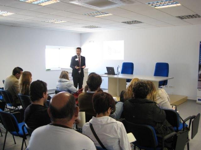 Organizan una jornada de puertas abiertas para dar a conocer el Vivero de Empresas que se está poniendo en marcha para nuevos emprendedores, Foto 3