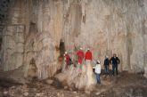 Autoridades municipales visitan la Cueva de la Moneda en el Parque Natural de Sierra Espuña