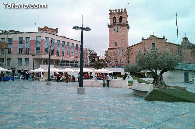 La Plaza de la Balsa Vieja acogió el pasado domingo la iniciativa Tu comercio en la Plaza, Foto 1