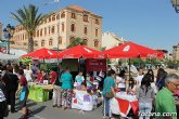 Los alumnos del colegio Reina Sofía y el IES Prado Mayor promocionan los productos de sus jóvenes empresas en el mercadillo semanal de Totana