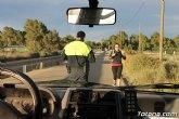 Protección Civil y Policía Local distribuyen 2.500 pulseras reflectantes a viandantes y ciclistas