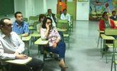 Activa participación de padres y madres en la charla de la Escuela Municipal de Padres Cómo gestionar el ocio y el tiempo libre con mis hijos