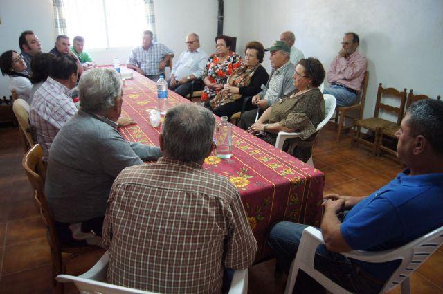 Autoridades municipales se reúnen con los vecinos de la diputación de La Sierra para conocer sus necesidades y demandas, Foto 2