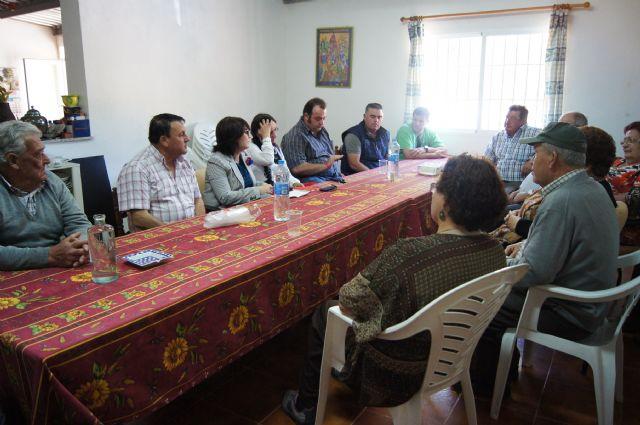 Autoridades municipales se reúnen con los vecinos de la diputación de La Sierra para conocer sus necesidades y demandas, Foto 3