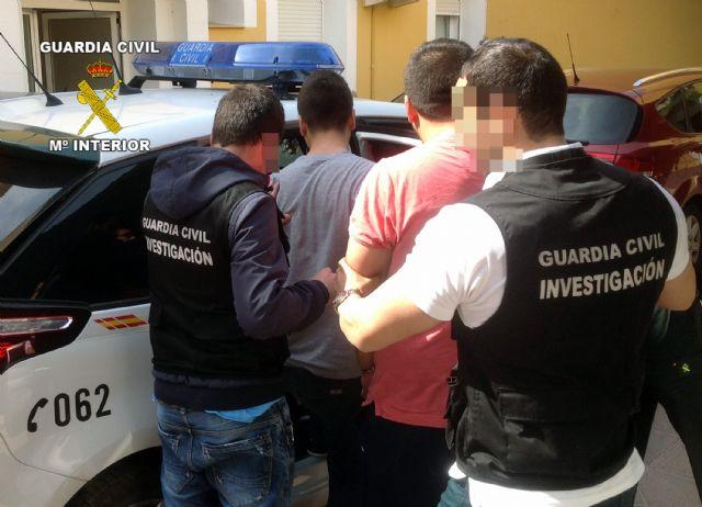 La Guardia Civil desarticula una banda organizada dedicada a cometer robos y hurtos en áreas de descanso de la A-7, Foto 1