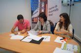 El ayuntamiento firma un convenio con una empresa de recolocación y formación