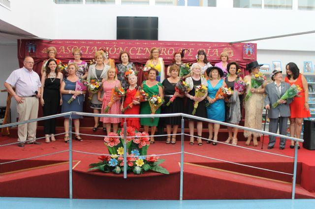 Reconocimientos y trofeos en el cierre de las jornadas de clausura de los talleres del Centro de Día, Foto 2
