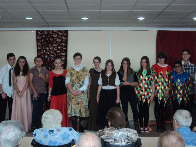 "Performance theater students from IES Prado Mayor Geriatric Center ""La Purisima"", Foto 3"