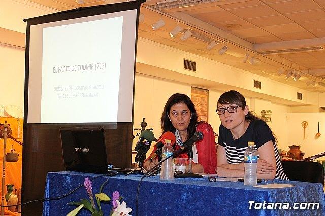 La historiadora totanera María Martínez ofreció la conferencia sobre el protagonismo que tuvo Totana en el proceso de islamización del sureste español, Foto 1