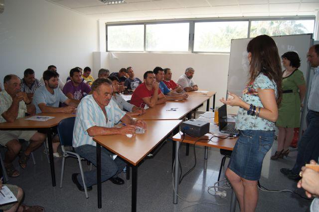 Se inauguran los cursos de capacitación para tratamientos con plaguicidas fitosanitarios y prevención riesgos laborales manejo seguro del tractor, Foto 3