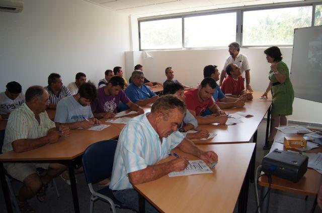 Se inauguran los cursos de capacitación para tratamientos con plaguicidas fitosanitarios y prevención riesgos laborales manejo seguro del tractor, Foto 5