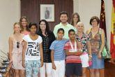 El sal�n de Plenos del Consistorio local ha sido la sede para dar la bienvenida a los tres niños saharauis acogidos por familias alhameñas