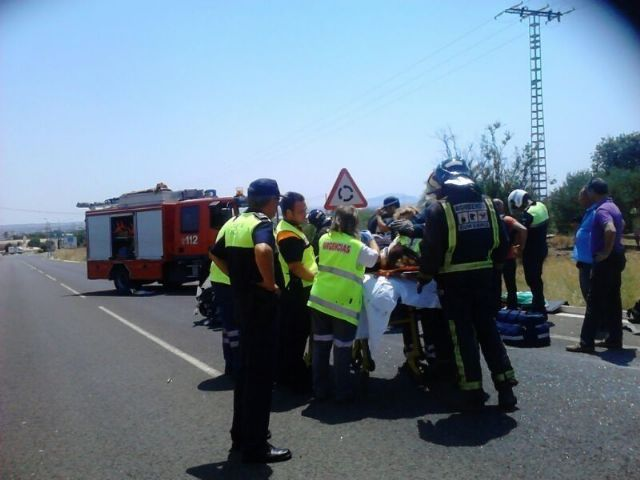 Effective Local Police and Civil Protection attending the injured in traffic accident recorded in the North Ring, Foto 1
