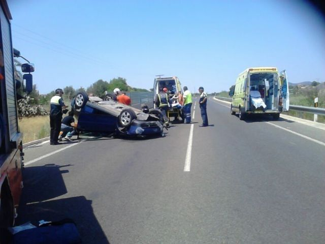 Effective Local Police and Civil Protection attending the injured in traffic accident recorded in the North Ring, Foto 2