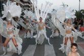 Miles de personas se deleitan con el fantástico desfile del carnaval de verano - Foto 1