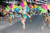 Miles de personas se deleitan con el fantástico desfile del carnaval de verano - Foto 2