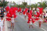 Miles de personas se deleitan con el fantástico desfile del carnaval de verano - Foto 3