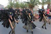 Miles de personas se deleitan con el fantástico desfile del carnaval de verano - Foto 4