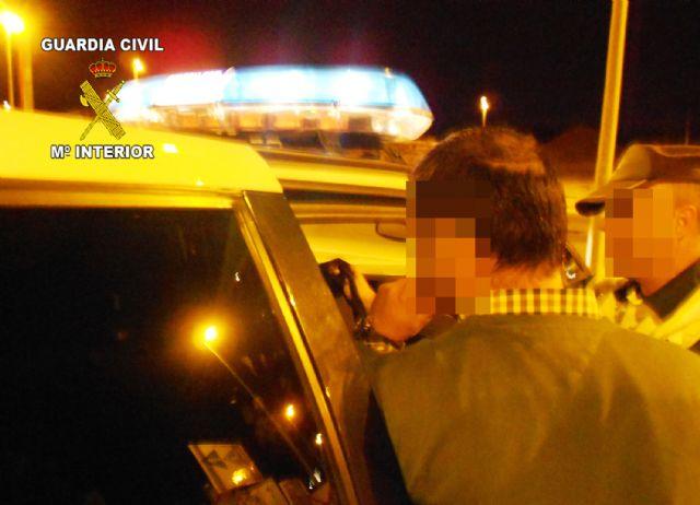 La Guardia Civil detiene a un conductor por circular en sentido contrario durante 24 kilómetros y bajo la influencia de bebidas alcohólicas, Foto 1