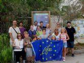 Centenares de personas descubren la malvas�a cabeciblanca en Mazarr�n durante este verano