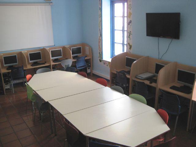El Centro Sociocultural La Cárcel cuenta con una nueva aula de informática para fomentar la alfabetización digital, Foto 1