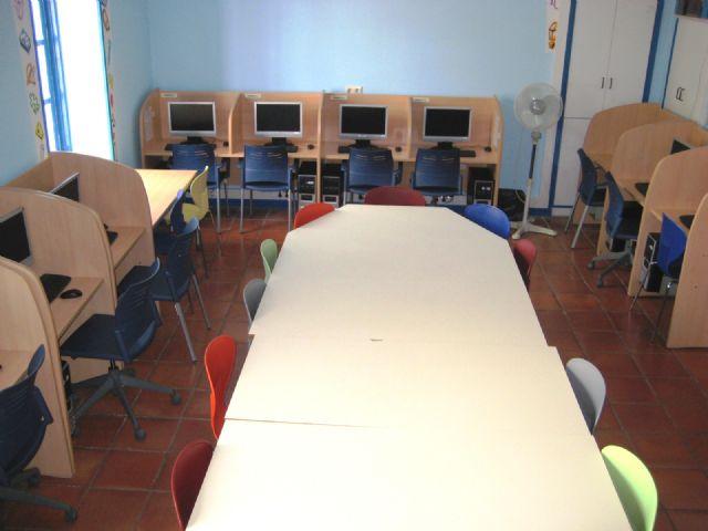 El Centro Sociocultural La Cárcel cuenta con una nueva aula de informática para fomentar la alfabetización digital, Foto 2